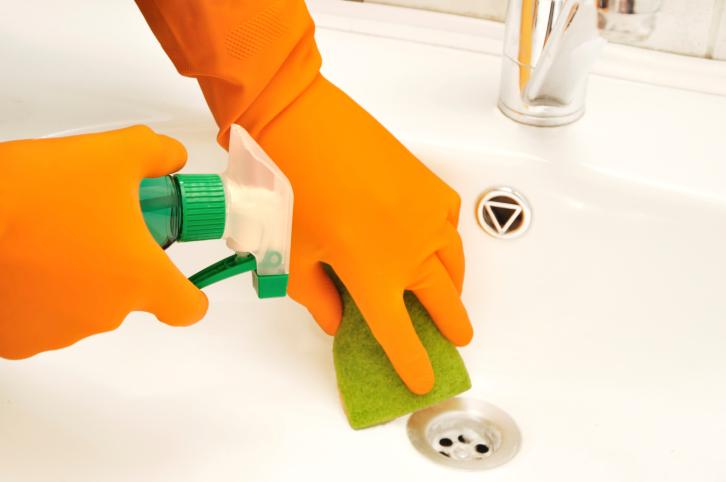 почистване на баня и санитарни помещения